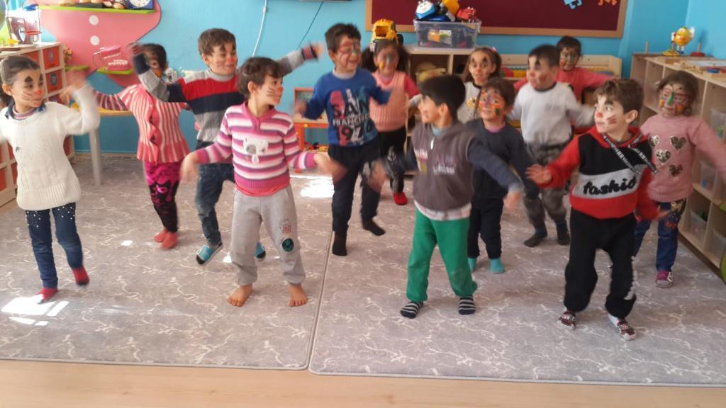 Okul Oncesi Sabah Grubu Ogretmeni Derya Kocak Tan Yuz Boyama